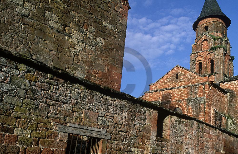 01/04/98 - COLONGES LA ROUGE - CORREZE - FRANCE - L un des plus beaux villages de France au carrefour du Limousin et du Quercy - Photo Jerome CHABANNE