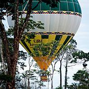 En Montgolfière dans la foret amazonienne.  Viajem em mongolfiere na Amazonia con Cassiano Marquez. Acre. Brasil