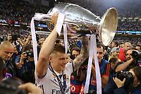 Celebrazione Coppa Real Madrid vince il trofeo, Celebration Cup Real Madrid Wins the trophy Toni Kroos Real Madrid<br /> Cardiff 03-06-2017  Cardiff National Stadium Millennium Stadium<br /> Football Champions League Final 2016/2017 <br /> Juventus - Real Madrid<br /> Foto Cesare Purini / Insidefoto