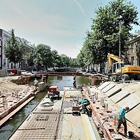 Nederland, Amsterdam , 1 juli 2010..Werkzaamheden op de Utrechtsestraat..Reconstructing the bridge in the Utrechtsestraat in Amsterdam.