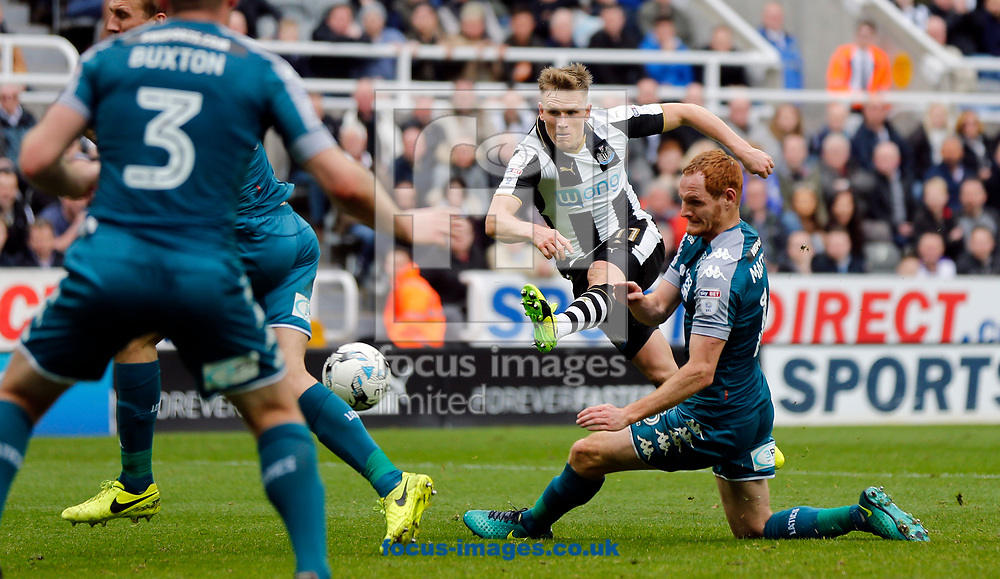 Matt Ritchie (2nd r) of Newcastle United shooting during the Sky Bet Championship match at St. James's Park, Newcastle<br /> Picture by Simon Moore/Focus Images Ltd 07807 671782<br /> 01/04/2017