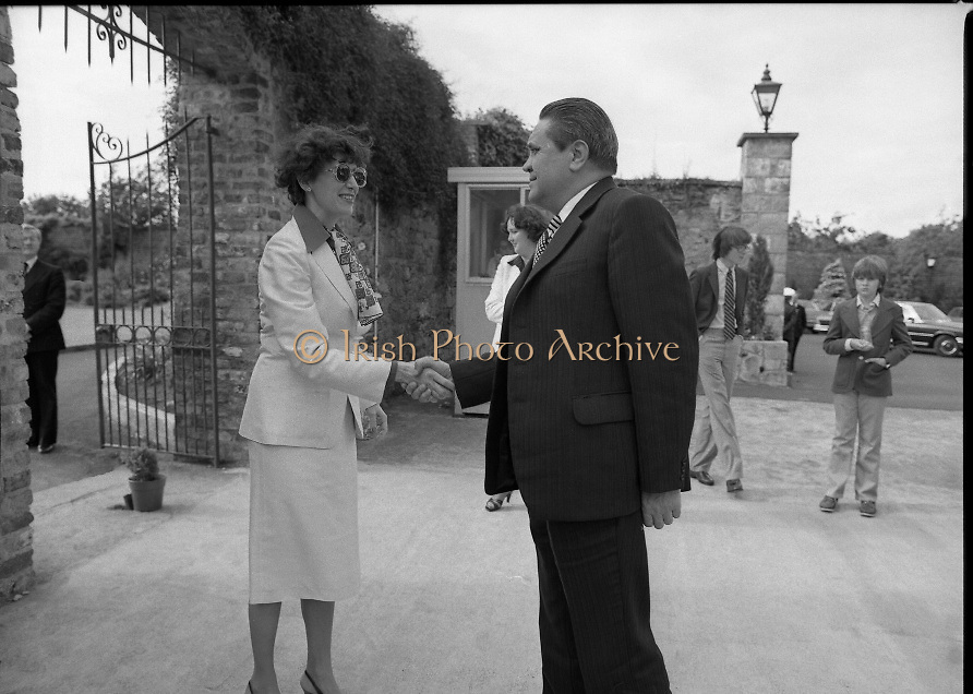 Guests and staff at the US Embassy in Phoenix Park, Dublin, celebrate American Independence Day..1980-07-04.4th July 1980.04/07/1980.07-04-80..Photographed at the US Ambassador's Residence,  Phoenix Park...Elizabeth McNelly Shannon, wife of US Ambassador William V Shannon welcomes a guest to American Independence Day celebrations.