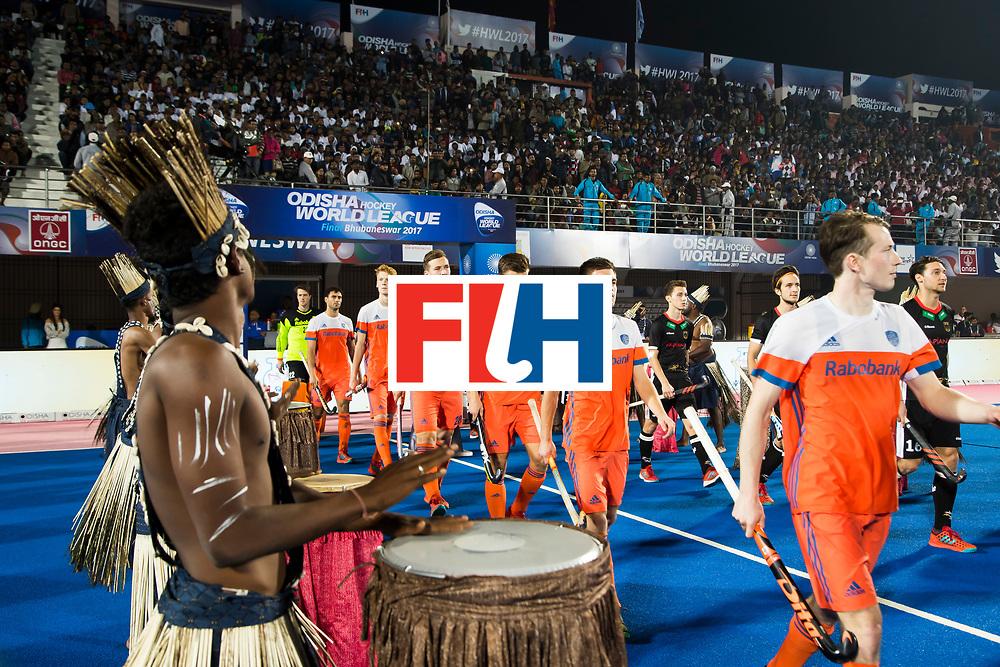 BHUBANESWAR -  Oranje  betreedt het veld voor de Hockey World League Finals , de kwartfinale wedstrijd Duitsland-Nederland (3-3).Duitsland wint na shoot-outs.    COPYRIGHT KOEN SUYK