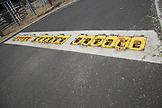 Control plate road traffic barrier
