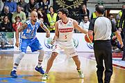 DESCRIZIONE : Varese Lega A 2015-16 Openjobmetis Varese Dinamo Banco di Sardegna Sassari<br /> GIOCATORE : Roko Ukic<br /> CATEGORIA : Palleggio Controcampo<br /> SQUADRA : Openjobmetis Varese<br /> EVENTO : Campionato Lega A 2015-2016<br /> GARA : Openjobmetis Varese - Dinamo Banco di Sardegna Sassari<br /> DATA : 27/10/2015<br /> SPORT : Pallacanestro<br /> AUTORE : Agenzia Ciamillo-Castoria/M.Ozbot<br /> Galleria : Lega Basket A 2015-2016 <br /> Fotonotizia: Varese Lega A 2015-16 Openjobmetis Varese - Dinamo Banco di Sardegna Sassari