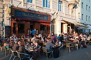 Kneipe im Schanzenviertel, Hamburg, Deutschland.|.pub in Schanzenviertel, Hamburg, Germany.