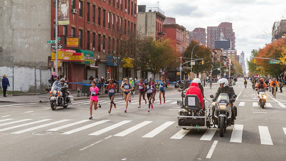 NYC Marathon, Rkia El Moukim, Morocco, leads pack mile 18