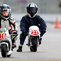 SERIE ROOKIE <br /> Nederland, Lelystad, 25-04-2015.<br /> Motorsport, Race-Kids, Pocketbike, Instapklasse. Wedstrijd op Circuit Lelystad.<br /> De 6-jarige coureur Kiyano staat op pole-position geconcentreerd naar de starter te kijken.<br /> Foto : Klaas Jan van der Weij