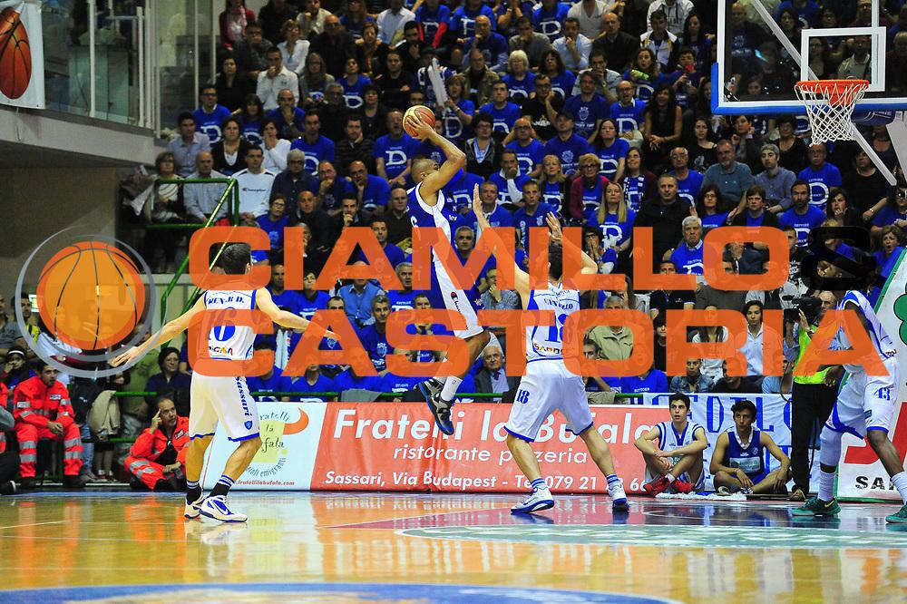 DESCRIZIONE : Sassari Lega A 2012-13 Dinamo Sassari Lenovo Cant&ugrave; Quarti di finale Play Off gara 2<br /> GIOCATORE : Alex Tyus<br /> CATEGORIA : Tiro<br /> SQUADRA : Lenovo Cant&ugrave;<br /> EVENTO : Campionato Lega A 2012-2013 Quarti di finale Play Off gara 2<br /> GARA : Dinamo Sassari Lenovo Cant&ugrave; Quarti di finale Play Off gara 2<br /> DATA : 11/05/2013<br /> SPORT : Pallacanestro <br /> AUTORE : Agenzia Ciamillo-Castoria/M.Turrini<br /> Galleria : Lega Basket A 2012-2013  <br /> Fotonotizia : Sassari Lega A 2012-13 Dinamo Sassari Lenovo Cant&ugrave; Play Off Gara 2<br /> Predefinita :