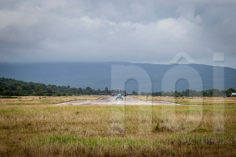 an ATR 72/500 aircraft from Vietnam Airlines during take off at D??ng ?ông airport, Phu Quoc Island, Vietnam, Asia 2012