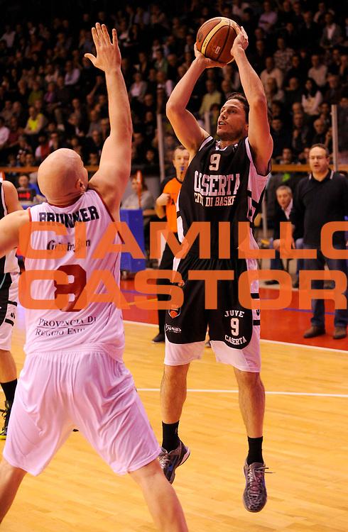 DESCRIZIONE : Reggio Emilia Lega A 2012-13 Trenkwalder Reggio Emilia Juvecaserta <br /> GIOCATORE : Marco Mordente<br /> SQUADRA :  Juvecaserta <br /> EVENTO : Campionato Lega A 2012-2013<br /> GARA :  Trenkwalder Reggio Emilia Juvecaserta <br /> DATA : 13/01/2013<br /> CATEGORIA : Tiro<br /> SPORT : Pallacanestro<br /> AUTORE : Agenzia Ciamillo-Castoria/A.Giberti<br /> Galleria : Lega Basket A 2012-2013<br /> Fotonotizia : Reggio Emilia Lega A 2012-13 Trenkwalder Reggio Emilia Juvecaserta <br /> Predefinita :