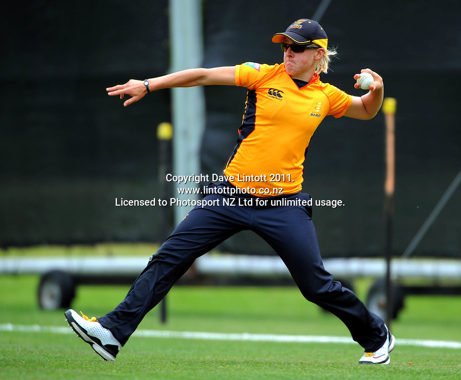 Wellington's Sian Ruck throws in from the boundary. Women's Twenty20 cricket - Wellington Blaze v Canterbury Magicians at Barton Oval, Upper Hutt, Wellington on Tuesday, 4 January 2011. Photo: Dave Lintott / photosport.co.nz