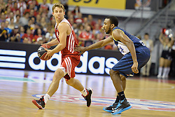31.05.2014, Audi Dome, Muenchen, GER, Beko Basketball BL, FC Bayern Muenchen Basketball vs EWE Baskets Oldenburg, Halbfinale, im Bild Heiko Schaffartzik (FC Bayern Muenchen Basketball), Dru Joyce (EWE Baskets Oldenburg), v.li. // during the Beko Basketball Bundes league semifinal match between FC Bayern Munich Basketball and EWE Baskets Oldenburg at the Audi Dome in Muenchen, Germany on 2014/05/31. EXPA Pictures © 2014, PhotoCredit: EXPA/ Eibner-Pressefoto/ Buthmann<br /> <br /> *****ATTENTION - OUT of GER*****
