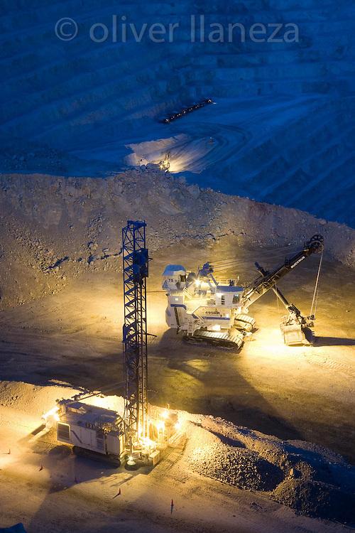 FOT&Oacute;GRAFO: Oliver Llaneza ///<br /> <br /> nocturna de Minera Escondida en el cambio de turno