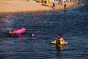 Rio das Ostras_RJ, Brasil...Lagoa de Iriy (Lagoa da Coca-Cola) em Rio das Ostras, Rio de Janeiro...The Iriy lake (Coca-Cola lake) in Rio das Ostras, Rio de Janeiro...Foto: LEO DRUMOND / NITRO