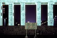 DEU, Germany, West-Berlin, the Brandenburg Gate, Berlin Wall.....DEU, Deutschland, Westberlin, das Brandenburger Tor, Berliner Mauer...1988