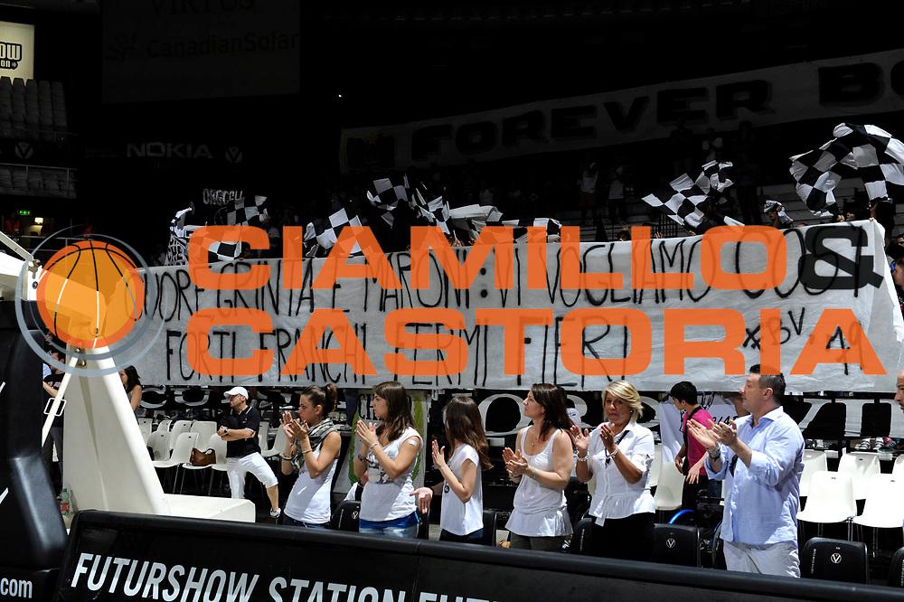 DESCRIZIONE : Bologna Lega A 2010-11 Quarti di finale Play off Gara 4 Canadian Solar Bologna Montepaschi Siena<br /> GIOCATORE : tifosi<br /> SQUADRA : Canadian Solar Bologna<br /> EVENTO : Campionato Lega A 2010-2011<br /> GARA : Canadian Solar Bologna Montepaschi Siena<br /> DATA : 25/05/2011<br /> CATEGORIA : supporters tifosi<br /> SPORT : Pallacanestro<br /> AUTORE : Agenzia Ciamillo-Castoria/C.De Massis<br /> Galleria : Lega Basket A 2010-2011<br /> Fotonotizia : Bologna Lega A 2010-11 Quarti di finale Play off Gara 4 Canadian Solar Bologna Montepaschi Siena<br /> Predefinita :