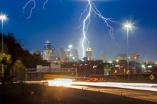 A thunderstorm above downtown Kansas City Missouri yielding lighting strikes June 25 2016 & Lightning Strikes Kansas City | Eric Bowers Photo azcodes.com
