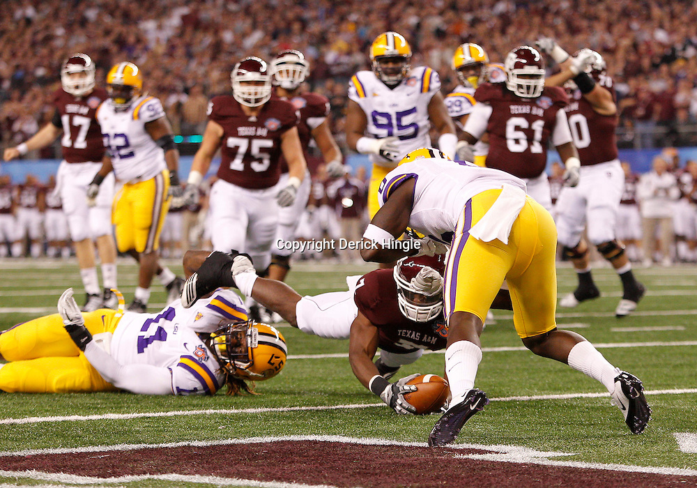 Jan 7, 2011; Arlington, TX, USA; Texas A&M Aggies wide receiver Uzoma Nwachukwu (7) dives into the end zone for a touchdown past LSU Tigers linebacker Kelvin Sheppard (11) during the first quarter of the 2011 Cotton Bowl at Cowboys Stadium.  Mandatory Credit: Derick E. Hingle