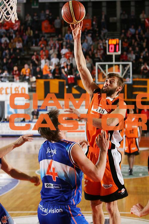 DESCRIZIONE : Udine Lega A1 2005-06 Snaidero Udine Vertical Vision Cantu <br /> GIOCATORE : Mian <br /> SQUADRA : Snaidero Udine <br /> EVENTO : Campionato Lega A1 2005-2006 <br /> GARA : Snaidero Udine Vertical Vision Cantu <br /> DATA : 05/02/2006 <br /> CATEGORIA : Tiro <br /> SPORT : Pallacanestro <br /> AUTORE : Agenzia Ciamillo-Castoria/S.Silvestri <br /> Galleria : Lega Basket A1 2005-2006 <br /> Fotonotizia : Udine Campionato Italiano Lega A1 2005-2006 Snaidero Udine Vertical Vision Cantu <br /> Predefinita :