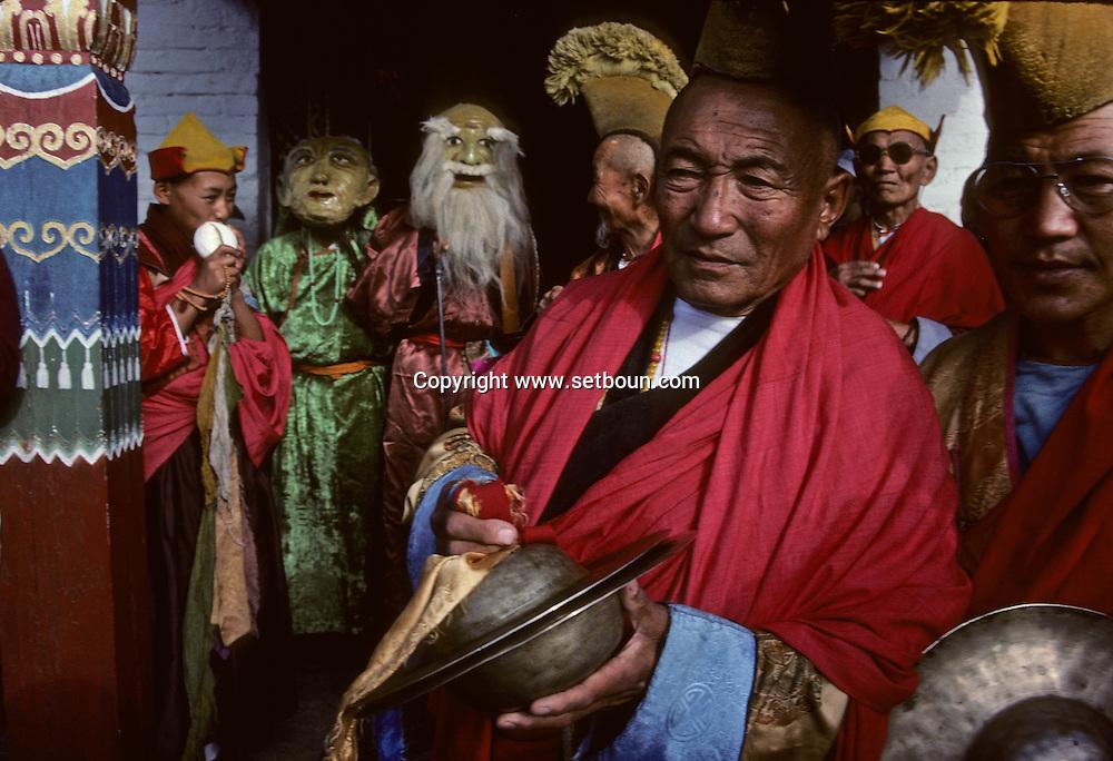 Mongolia. Maidar Buddhist ceremony  Erden Zuu, Karakorum      /  Procession boudhiste du Maidar.  (Monastère de Erdeni Zuu à Qaraqorin (Karakorum) Mongolie ), Les acteurs de la cérémonie. Moines-musiciens et moines-acteurs sont les véritables animateurs de la procession cérémonielle de MAIDAR.  /  R50/140     P0007409