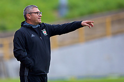 BARRY, WALES - Friday, September 22, 2017: Wales U16 Head Coach Osian Roberts points during an Under-16 International friendly match between Wales and Gibraltar at Jenner Park. (Pic by Paul Greenwood/Propaganda)