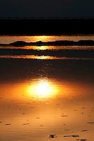 Il complesso produttivo delle saline è situato nel comune italiano di Margherita di Savoia (nome dato dagli abitanti in onore alla regina d'Italia che molto si adoperò nei confronti dei salinieri) nella provincia di Barletta-Andria-Trani in Puglia. Sono le più grandi d'Europa e le seconde nel mondo, in grado di produrre circa la metà del sale marino nazionale (500.000 di tonnellate annue).All'interno dei suoi bacini si sono insediate popolazioni di uccelli migratori e non, divenuti stanziali quali il fenicottero rosa, airone cenerino, garzetta, avocetta, cavaliere d'Italia, chiurlo, chiurlotello, fischione, volpoca..Il tramonto sui bacini di raccolta ed evaporazione delle acque del mare per la produzione di sale.
