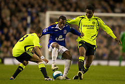 LIVERPOOL, ENGLAND - Thursday, April 17, 2008: Everton's Steven Pienaar in action against Chelsea during the Premiership match at Goodison Park. (Photo by David Rawcliffe/Propaganda)