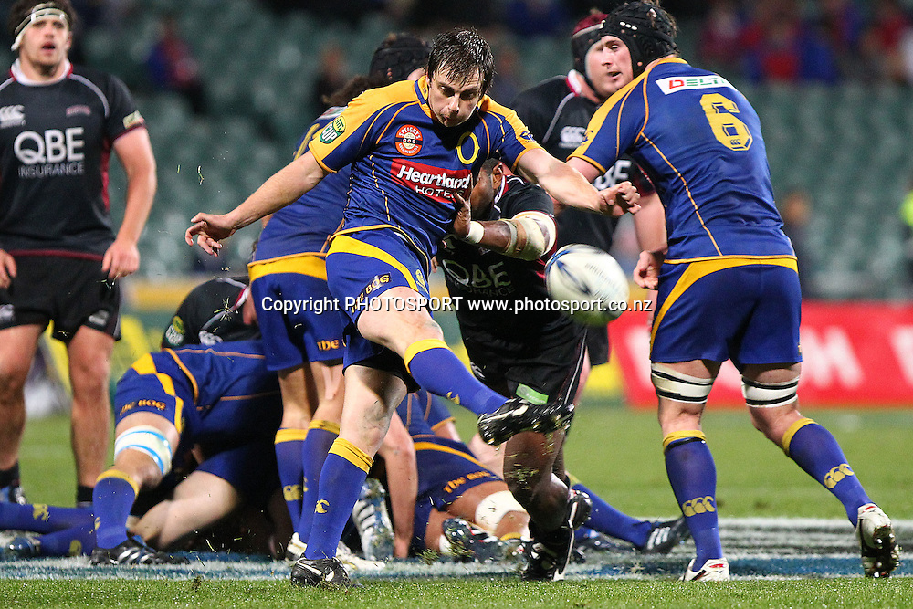 Otago's Sean Romans clears a kick. ITM Cup rugby union match, North Harbour v Otago at North Harbour Stadium, Albany, Auckland, New Zealand. Thursday 19th August 2010. Photo: Anthony Au-Yeung/PHOTOSPORT