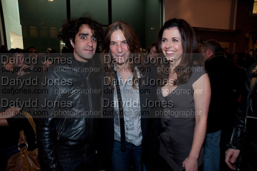 ARUN MORRELL; PATTI SMITH; ALISON JACQUES, Robert Mapplethorpe's A Season in Hell. Alison Jacques Gallery and afterwards at the Sanderson Hotel. Berners St. London. 13 October 2009. *** Local Caption *** -DO NOT ARCHIVE-© Copyright Photograph by Dafydd Jones. 248 Clapham Rd. London SW9 0PZ. Tel 0207 820 0771. www.dafjones.com.<br /> ARUN MORRELL; PATTI SMITH; ALISON JACQUES, Robert Mapplethorpe's A Season in Hell. Alison Jacques Gallery and afterwards at the Sanderson Hotel. Berners St. London. 13 October 2009.