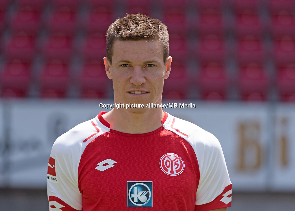 German Bundesliga, offical photocall 1. FSV Mainz 05 for season 2017/18 in Mainz, Germany: Gaetan Bussmann. Foto: Thorsten Wagner/dpa | usage worldwide