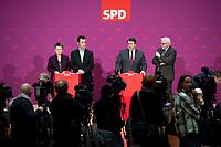 18 FEB 2012, BERLIN/GERMANY:<br /> Renate Kuenast, B90/Gruene, Fraktionsvorsitzende, Cem oezdemir, B90/Gruene, Bundesvorsitzender, Sigmar Gabriel, SPD Parteivorsitzender, Frank-Walter Steinmeier, SPD Fraktionsvorsitzender, (v.L.n.R.), Pressekonferenz zur Suche nach einem Kandidaten fuer das Amt des Bundespraesidenten, Willy-Brandt-Haus<br /> IMAGE: 20120218-01-005<br /> KEYWORDS: Renate Künast, Cem Özdemir, Kamera, Camera