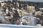 Skihang, Skifahrer, Schnee, Beschneiungsanlage, Winter, Braunlage, Harz, Niedersachsen, Deutschland | artificial snow machines, skiing, snow, winter, Braunlage, Harz, Lower Saxony, Germany