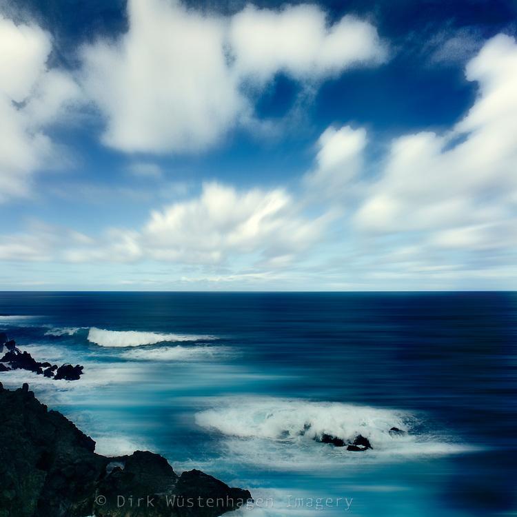 Digital manipulierte Aufnahme der Lavafelsküste bei Poro Moniz, Madeira, Portugal