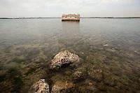 Taranto, maggio 2013.Litoranea interna Mar Piccolo, guidando sulla Strada Provinciale 78