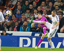 MADRID, SPAIN - Tuesday, November 4, 2014: Liverpool's goalkeeper Simon Mignolet in action against Real Madrid's Karim Benzema during the UEFA Champions League Group B match at the Estadio Santiago Bernabeu. (Pic by David Rawcliffe/Propaganda)