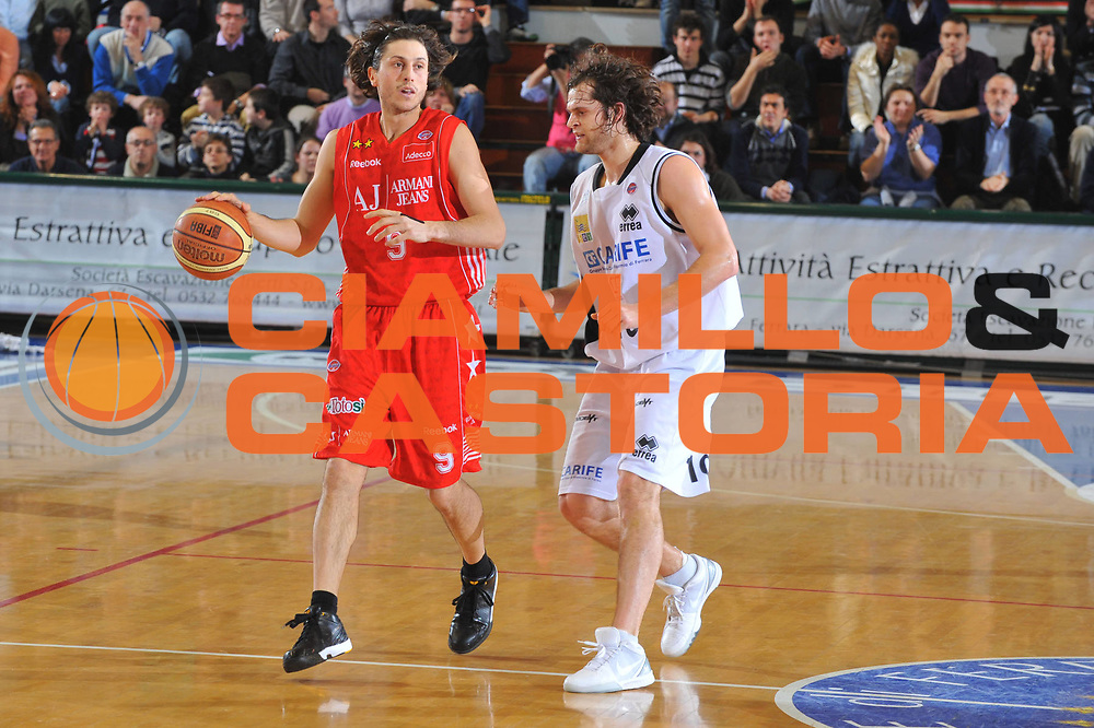 DESCRIZIONE : Ferrara Lega A 2009-10 Basket Carife Ferrara Armani Jeans Milano<br /> GIOCATORE : Marco Mordente<br /> SQUADRA : Armani Jeans Milano<br /> EVENTO : Campionato Lega A 2009-2010<br /> GARA : Carife Ferrara Armani Jeans Milano<br /> DATA : 07/02/2010<br /> CATEGORIA : Palleggio<br /> SPORT : Pallacanestro<br /> AUTORE : Agenzia Ciamillo-Castoria/M.Gregolin<br /> Galleria : Lega Basket A 2009-2010 <br /> Fotonotizia : Treviso Campionato Italiano Lega A 2009-2010 Carife Ferrara Armani Jeans Milano<br /> Predefinita :