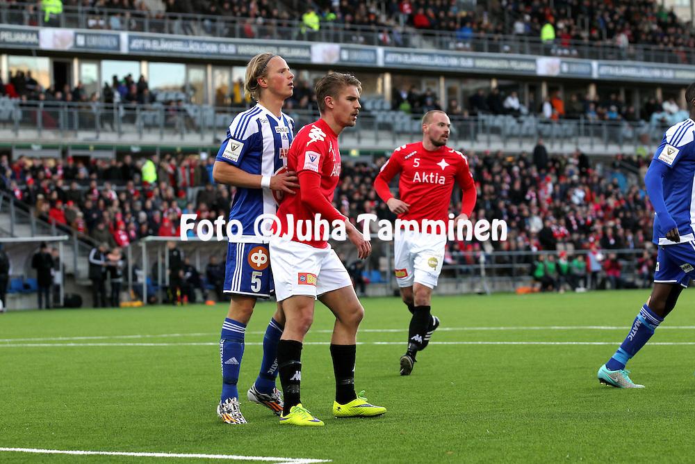 23.4.2015, Sonera Stadion, Helsinki.<br /> Veikkausliiga 2015.<br /> Helsingfors IFK - Helsingin Jalkapalloklubi.<br /> Esa Ter&auml;v&auml; (HIFK) v Tapio Heikkil&auml; (HJK).