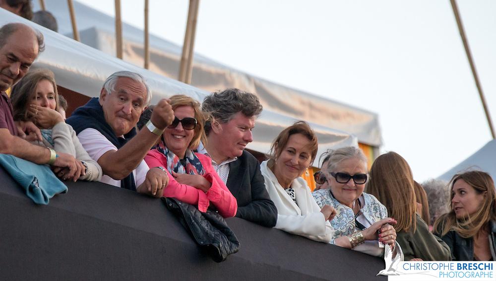 Jean-pierre Raffarin ( ancien premier ministre ), Segolene Royale ( ministre de l ecologie et du developpement durable et de l energie ), catherine Quere ( depute SRC de la 3eme circonscription de la charente maritime ) lors du  concert de Johnny Halliday aux francofolies de La Rochelle 2015