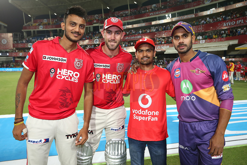 Akshar Patel of Kings XI Punjab, Kings XI Punjab captain Glenn Maxwell, The Vodafone Superfan and Manoj Tiwary of Rising Pune Supergiant during match 4 of the Vivo 2017 Indian Premier League between the Kings XI Punjab and the Rising Pune Supergiant held at the Holkar Cricket Stadium in Indore, India on the 8th April 2017<br /> <br /> Photo by Shaun Roy - IPL - Sportzpics