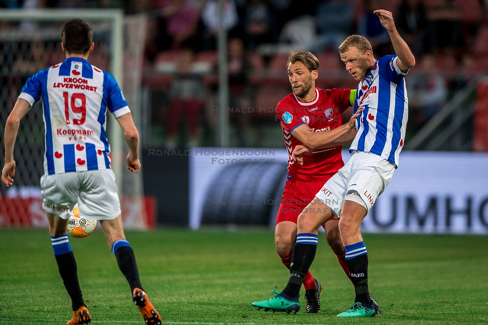 12-05-2018 NED: FC Utrecht - Heerenveen, Utrecht<br /> FC Utrecht win second match play off with 2-1 against Heerenveen and goes to the final play off / (L-R) Willem Janssen #14 of FC Utrecht, Henk Veerman #20 of SC Heerenveen
