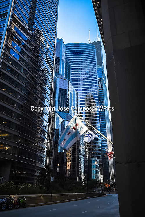 One South Wacker is a 550 ft tall skyscraper in Chicago, Illinois, United States. It was constructed from 1979 to 1982 and has 40 floors.