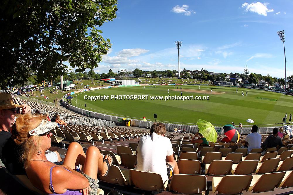 General View. New Zealand Black Caps v Pakistan, Test Match Cricket. Day 2 at Seddon Park, Hamilton, New Zealand. Saturday 8 January 2011. Photo: Anthony Au-Yeung/photosport.co.nz