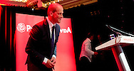 AMSTERDAM - PvdA-lijsttrekker Diederik Samsom en (VLNR) Wim Kok, Wouter Bos en Job Cohen op de uitslagenavond van de PvdA in Paradiso.