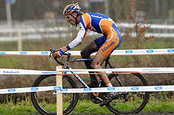 07-01-2007 WIELRENNEN: NK VELDRIJDEN MANNEN: WOERDEN<br /> Lars Boom is in Woerden Nederlands kampioen veldrijden geworden<br /> ©2007-WWW.FOTOHOOGENDOORN.NL