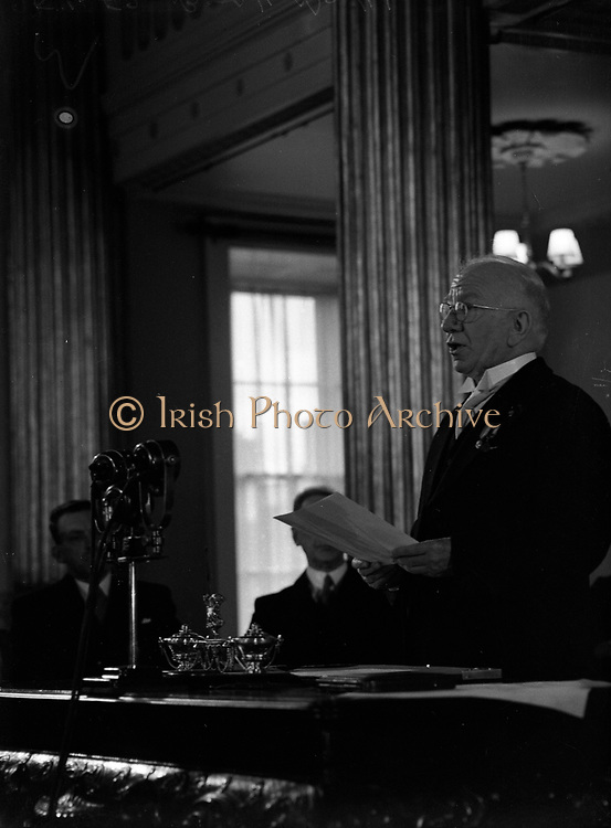 Sean T. O'Ceallaigh taking the Oath of Office at Inauguration<br /> 25/06/1952