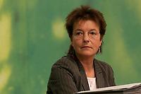 28 NOV 2003, DRESDEN/GERMANY:<br /> Angelika Beer, B90/Gruene Bundesvorsitzende, 22. Ordentliche Bundesdelegiertenkonferenz Buendnis 90 / Die Gruenen, Messe Dresden<br /> IMAGE: 20031128-01-040<br /> KEYWORDS: Bündnis 90 / Die Grünen, BDK<br /> Parteitag, party congress, Bundesparteitag