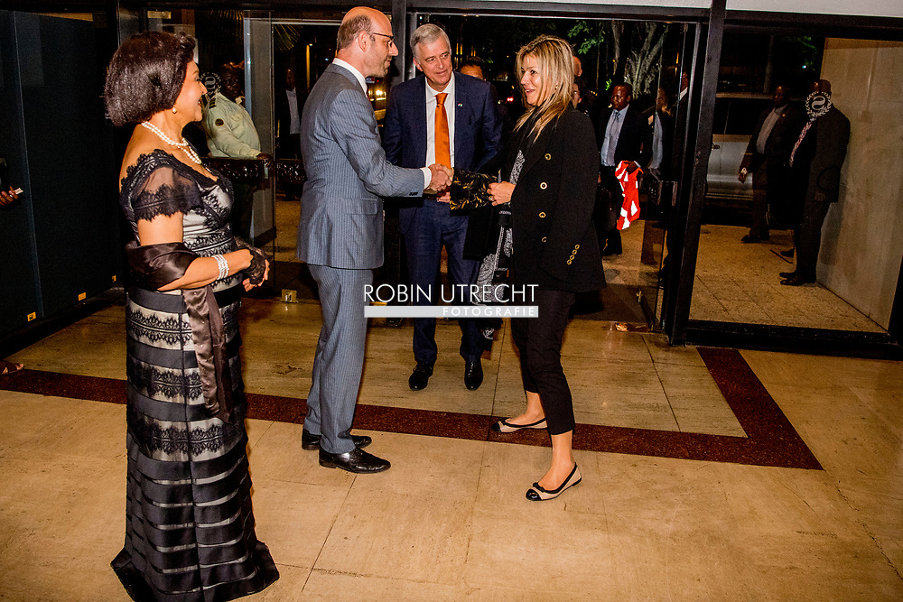 LAGOS - Arrival Queen Maxima and delegation at the hotel Queen Maxima, in her capacity as Queen maxima visits Nigeria as United Nation secretary Generals special advocate for inclusive Finance for developments. <br />   visits the Federal Republic of Nigeria from Monday 30 October to Thursday, November 2, 2017. Copyright Robin Utrecht , for Inclusive Finance for Development, the Federal Republic of Nigeria, from Monday 30 October to Thursday 2 November 2017. ROBIN UTRECHT LAGOS - Aankomst Koningin Máxima en delegatie bij het hotel Koningin Máxima bezoekt in haar hoedanigheid van speciale pleitbezorger van de secretaris-generaal van de Verenigde Naties voor inclusieve financiering voor ontwikkeling (inclusive finance for development) de Federale Republiek Nigeria van maandag 30 oktober tot en met donderdag 2 november 2017.  ROBIN UTRECHT