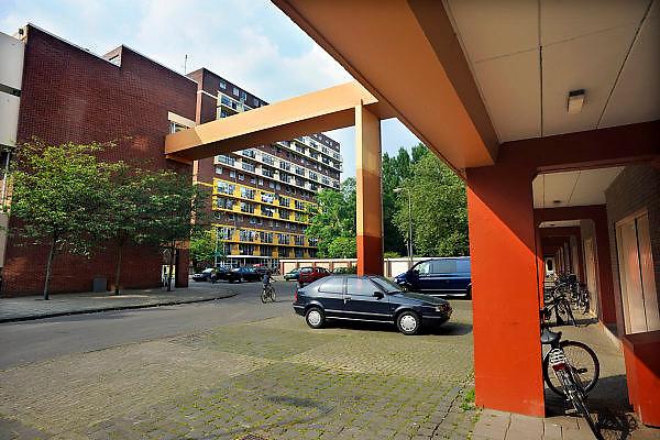 Nederland, Hengelo, 15-5-2008..De woonwijk Hengelose-es. Woningbouw uit de jaren 70 waar vooral sociale minima wonen en leven...Foto: Flip Franssen/Hollandse Hoogte