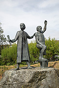 """Statues commemorating peasant uprising of 1497, St Keverne, Lizard Peninsula, Cornwall, England, UK the Cornish leaders, """"Michael An Gof"""" and Thomas Flamank"""